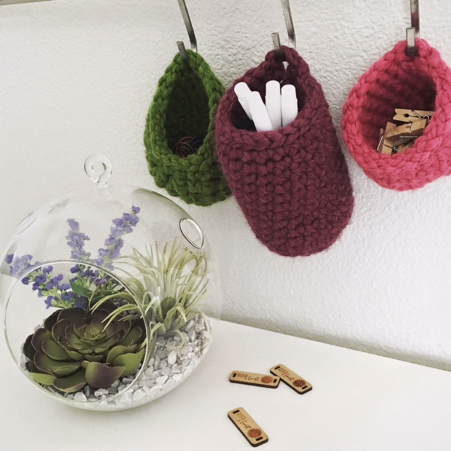 Free Crochet Pattern: Tiny Hanging Baskets