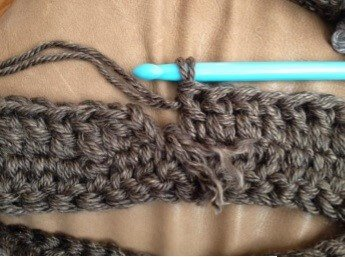 Image sample of making the Sassenach Cowl FREE Crochet Pattern