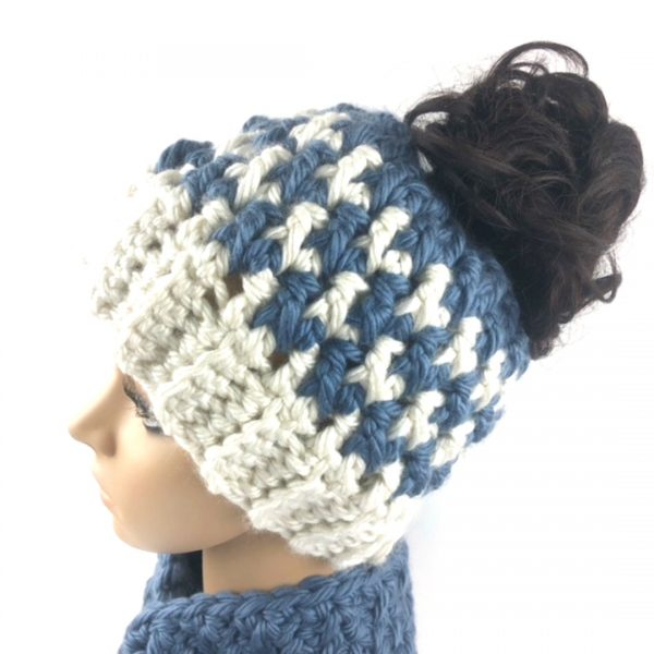kaydence houndstooth messy bun hat with elastic on a dark haired mannequin head